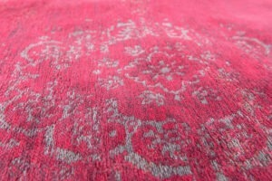 MO rugs Louis-De-Poortere-Fading-World-Medallion-Scarlet-8260-2-300x200